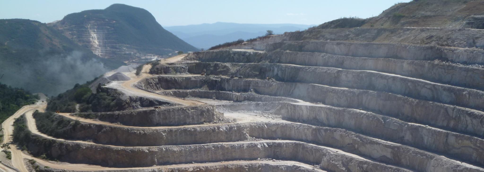 Magnesite-mine-Bahia-Brazil-2011